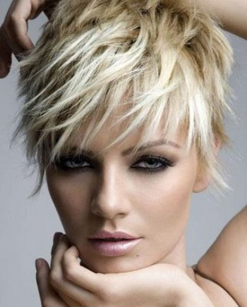 Cropped hairstyles for women03