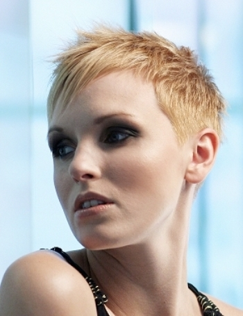 Trendy hair colors for short hair 01