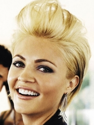 Amazing Quiff Hairstyle For Stylish Las