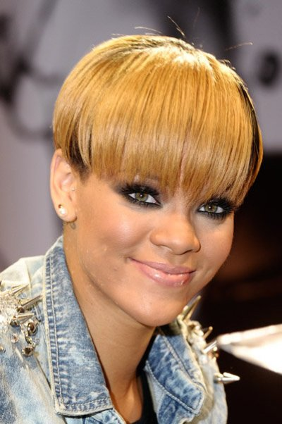 Rihanna-blonde-hairstyle