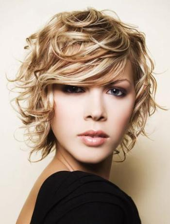 medium-short-hairstyles-for-women