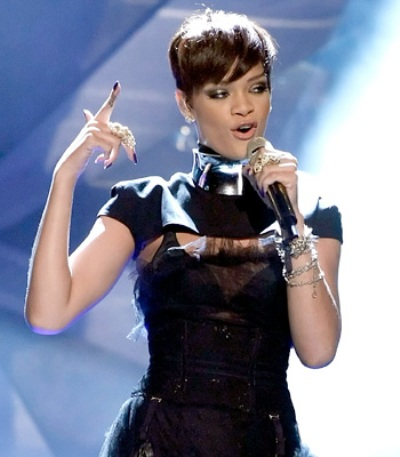 short pixie haircut rihanna