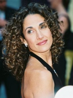 Melina-nature-curly-hair-style