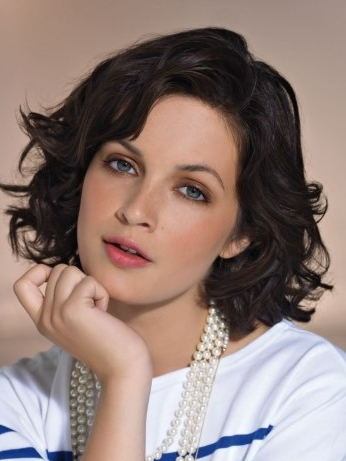 medium hairstyles for women over 40  haircuts and