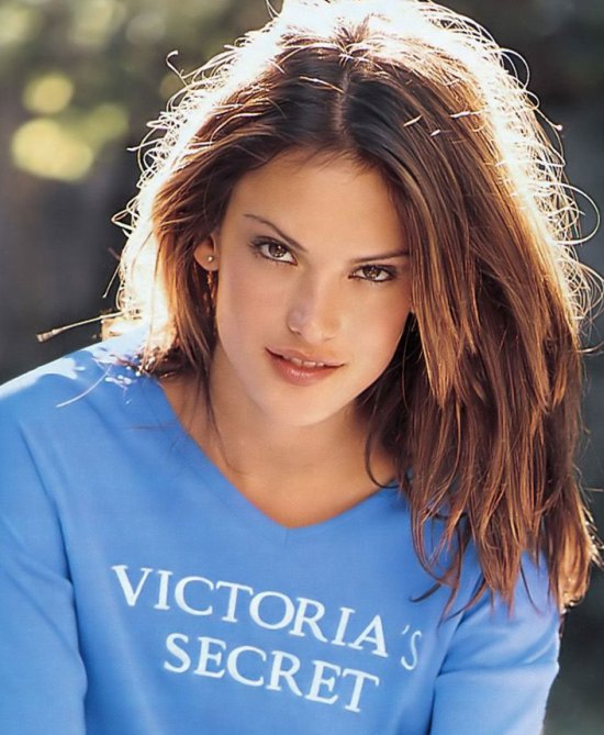Chic Hairstyles By Alessandra Ambrosio Haircuts And Hairstyles For 2017 Hair Colors Trends For Long Short And Medium Hair