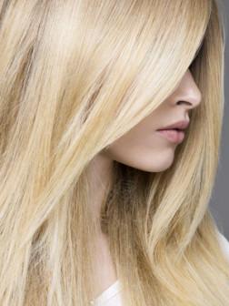 عکس مدل مو باز زنانه دخترانه رنگ مو عروس نامزدی 2017-2018 امسال عید نوروز 96 model moo zanane range moo-girly hair style women new embedded_shoulder-length-feathered-haircutembedded_creamy-yellow-blonde-hair-color